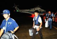 沖縄県知事選:投票箱を海保ヘリで輸送、開票所の電源確保も 台風対応に追われる各選管