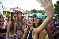 マギー、黒木なつみら人気モデルも沖縄でSUP YOGAを体験! ROXYのイベントレポート