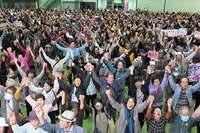 オスプレイ墜落から1年、沖縄からの撤去を要求 名護で抗議集会