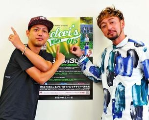 通算10枚目のアルバムとイベント「テレビズナイト015」をPRするORANGE RANGEのHIROKI(左)とRYO=沖縄タイムス社
