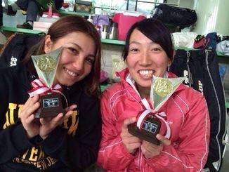 九州室内選手権で優勝した久貝美瑠希(左)・吉元美咲ペア(提供)