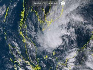 台風1号(1日16時10分、ひまわり8号リアルタイムWebから)