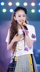 最後のライブツアーで歌う安室奈美恵さん=2日、東京ドーム(提供写真)
