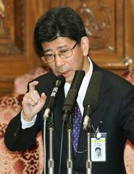 参院予算委で答弁する佐川宣寿氏=3月