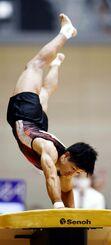 3年ぶりに跳馬で種目別優勝を決めた安里圭亮=高崎アリーナ