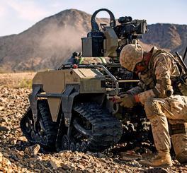 昨年11月にカリフォルニア州トゥエンティーナインパームス地対戦闘センターで訓練する米海兵隊実験部隊「ダーク・ホース」(米海兵隊提供)