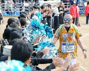 「沖縄タイムスギャラリーショップ」で検索を。閲覧は無料。http://shop.okinawatimes.co.jp/