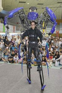 沖縄の技術を結集、産業まつり ロボット試乗に人気<br />