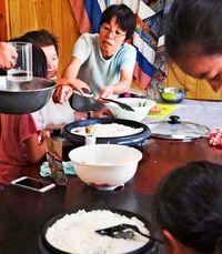 高齢者と子どもをつなぐ場 食卓囲み絆生む【沖縄 子どもの貧困】