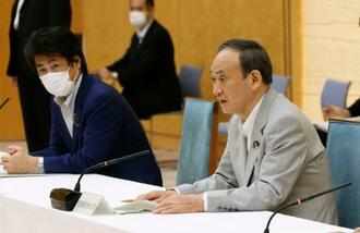新型コロナ感染症対策の進捗に関する関係閣僚会議で発言する菅首相=4日午後、首相官邸