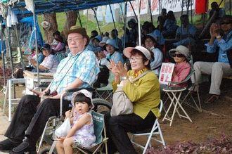 抗議活動で集まった市民ら約50人=6日午前11時半ごろ、名護市辺野古キャンプ・シュワブゲート前