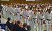 観客の声援を受けて入場するアメリカの選手団=1日午前、那覇市・県立武道館