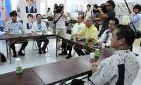「誰に一本化するかはこれからだ」 沖縄県知事選、佐喜真氏と安里氏が会談