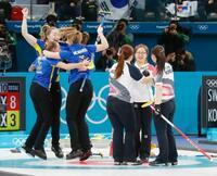 女子はスウェーデンが優勝 カーリング・25日