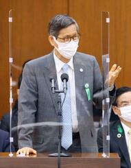 衆院厚労委で答弁する新型コロナウイルス感染症対策分科会の尾身茂会長=21日午後