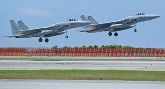 那覇基地のF15戦闘機