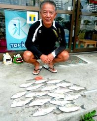 西崎港内でミナミクロダイを数釣りした宮城勝弘さん=1月31日