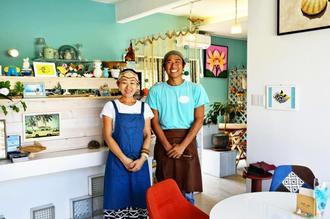 「おいしくてヘルシーな食事を提供したい」と話す乙井恵理子さん(左)と弘也さん=恩納村瀬良垣