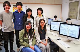 北斎展に関連したアプリやアニメーション作品を作った沖縄国際大学の3年生=宜野湾市・同大