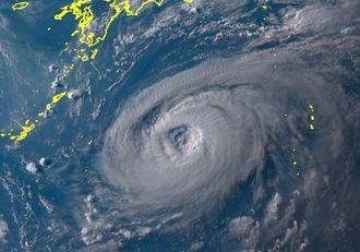 台風5号の2日午後5時30分の気象衛星ひまわり8号の画像(NICTひまわり8号リアルタイムWebから)
