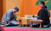 将棋、羽生が初の永世7冠に挑む 将棋の竜王戦が開幕