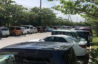 駐車場が足りない! マイカー通勤の名護市職員 公共施設に止め苦情も
