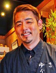 全国日本料理コンクールで五つある最高賞を全制覇した知念司さん=15日、浦添市内間の「ゆうづき」