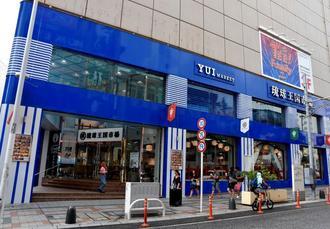 破産した琉球451交易が賃貸していた沖縄三越跡の商業ビル=7日、那覇市牧志