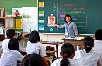 沖縄の「4・28」どんな日?/糸満・西崎中で特設授業/写真観察 気付き記す