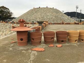 墳丘上に展示してあった埴輪の複製品が壊された志段味大塚古墳=10日、名古屋市(同市教育委員会提供)