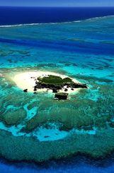 コマカ島を取り囲むサンゴ礁