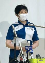 東京五輪をテレビで観戦するよう呼び掛ける小池百合子知事=24日、東京都内