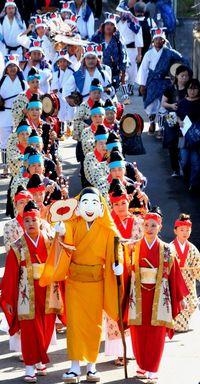 住民総出で繁栄祈願/国重要無形文化財 西表島の節祭