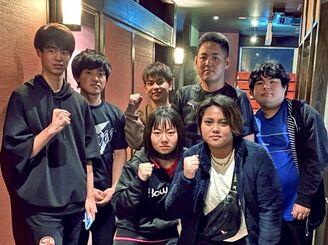 初出場した全日本大学選手権の女子2チーム戦で優勝、男子5人チーム戦で準優勝と躍進した沖縄国際大ボウリング部のメンバー=川崎市内(提供)
