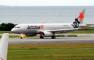 成田空港に向け、出発するジェットスターの第一便=2012年7月