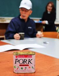 ポーク缶の貯金に託した思い 沖縄の夜間中学、継続へ支援広がる