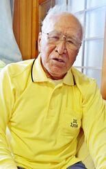 楚辺クラガーでの体験を振り返り「いつ死んでもおかしくなかった」と語る山内盛光さん=3月29日、読谷村楚辺の自宅
