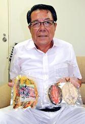 開発したグルクン製品をPRするエコ食品の松永勲芳会長=7日、沖縄タイムス社