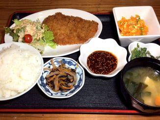 日替わりのトンカツ定食も500円