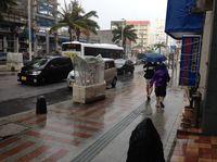 登校は各学校の判断 台風25号、沖縄本島の暴風警報解除