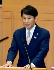 鹿児島県議会で来年7月の知事選への再選出馬を表明した三反園訓知事=3日午前