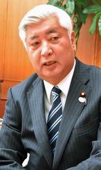 普天間返還合意19年でインタビューに応じる中谷元防衛相=2015年4月13日、東京・防衛省