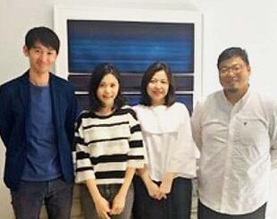 台湾進出に向け、台湾側のパートナーなどと連携に取り組むECゲインの村田薫代表(右)ら=10月中旬、台北市内(ECゲイン提供)