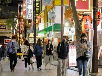 横浜市中区の横浜中華街。政府は新型コロナウイルスの感染拡大を受け、千葉、埼玉、神奈川、愛知の4県にも「まん延防止等重点措置」を適用する方針を固めた=15日午後