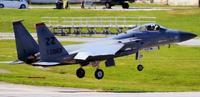 米軍F15、沖縄本島南沖で墜落 操縦士は脱出 外来F22と訓練か
