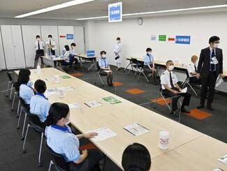 ANAグループが実施した新型コロナワクチンの職場接種の会場=13日午前、羽田空港