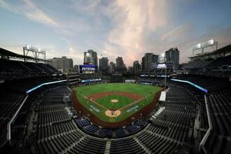 無観客のペトコ・パークで開催されたア・リーグ地区シリーズのレイズ対ヤンキースの試合=10月6日、サンディエゴ(AP=共同)