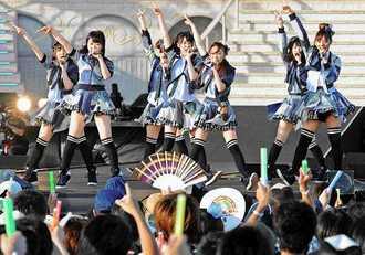 2012年に豊崎美らSUNビーチで開催されたAKB48のコンサート