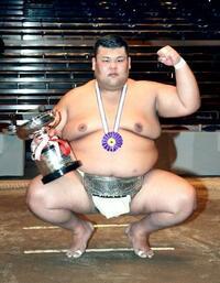 全日本相撲、西郷が初のアマ横綱 6年ぶりの社会人優勝
