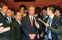 翁長知事、予算確保「心から御礼」 島尻沖縄相に感謝伝える